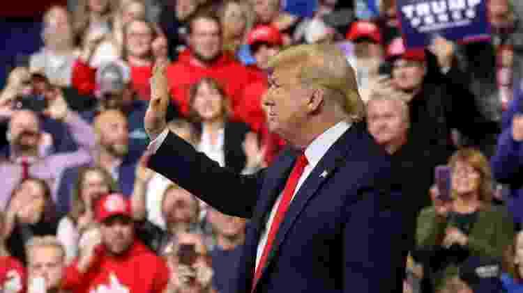 O presidente americano, Donald Trump, acena para apoiadores em evento de campanha em Iowa - Leah Millis/Reuters - Leah Millis/Reuters