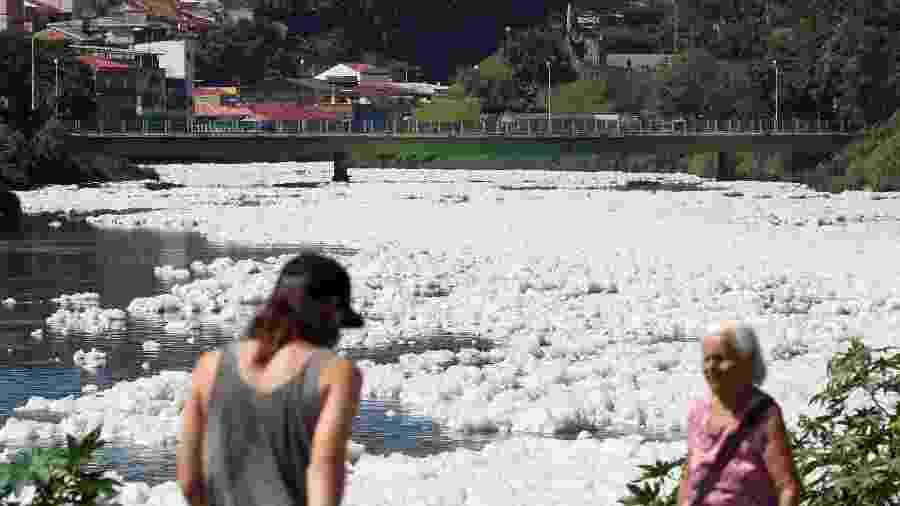 Poluição do rio Tietê em Pirapora do Bom Jesus (SP) -