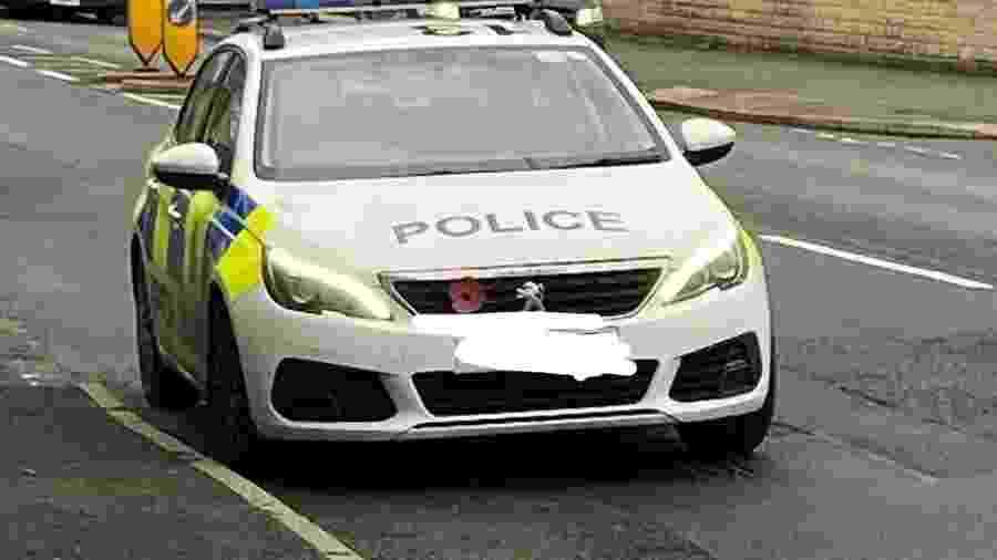 Polícia britânica visitou, hoje, salão de beleza que desrespeitava a quarentena - Reprodução/Instagram