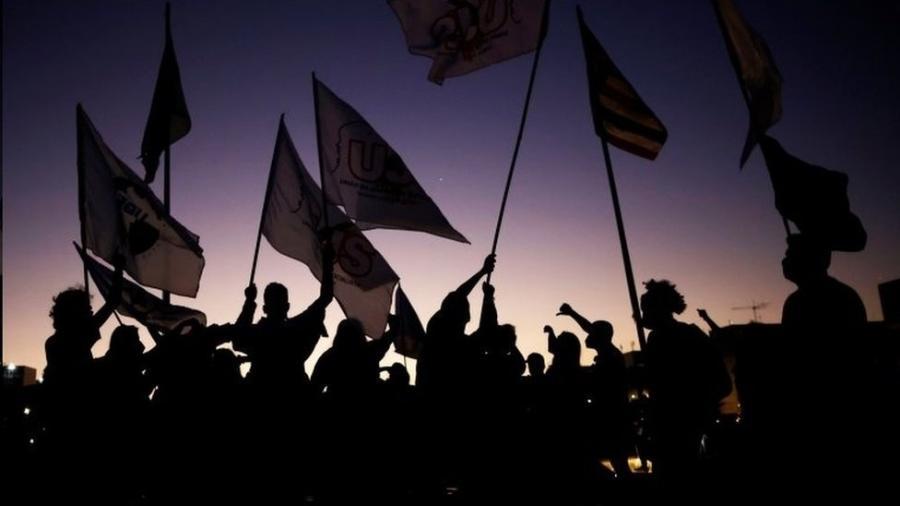 """Protesto contra o presidente Jair Bolsonaro em Brasília, em junho; 72% dos brasileiros disseram em pesquisa acreditar que a sociedade do país está """"falida"""" - Reuters"""