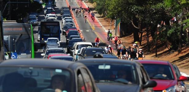Ciclovia na avenida Bernardino de Campos, em São Paulo - Junior Lago - 23.ago.2015/UOL