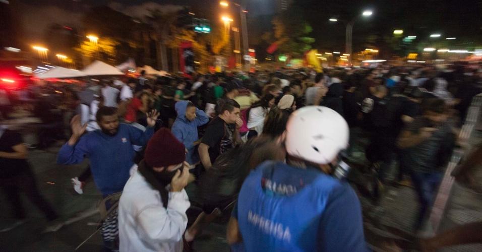 21.jan.2016 - Policiais militares dispersam manifestantes na avenida Ipiranga, em frente à praça da República, no centro de São Paulo, durante o 5º ato do Movimento Passe Livre (MPL) contra o aumento da tarifa do transporte público na cidade