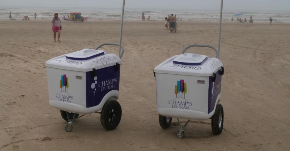 Carrinhos de venda de espumante da empresa Champ's da Praia, do RS