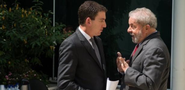 O ex-presidente Lula (à dir.) e o jornalista norte-americano Glenn Greenwald