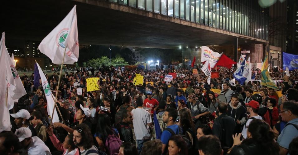 17.mai.2016 - Manifestantes fazem protesto na avenida Paulista, em São Paulo, contra o presidente interino Michel Temer e o processo de impeachment da presidente afastada Dilma Rousseff