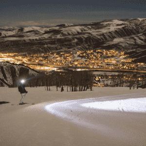 1º.jul.2016 - YUKON (CANADÁ), -63°C: Yukon é conhecida como a ?terra do sol da meia-noite?, porque durante os três meses do verão, não há noite. O clima é tipicamente polar. Foi no território que foi registrada a menor temperatura já medida na América do Norte. O vilarejo histórico de Snag, a 25 km de Beaver Creek, registrou -63°C em 3 de fevereiro de 1947. Hoje, ninguém vive lá. Snag é considerada uma cidade fantasma, mas costuma receber muitos turistas - Robert Tadlock/Flickr/Creative Commons