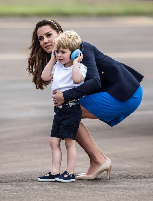 8.jul.2016 - O príncipe George usa um protetor auditivo durante a Royal International Air Tattoo, em Fairford, no leste da Inglaterra