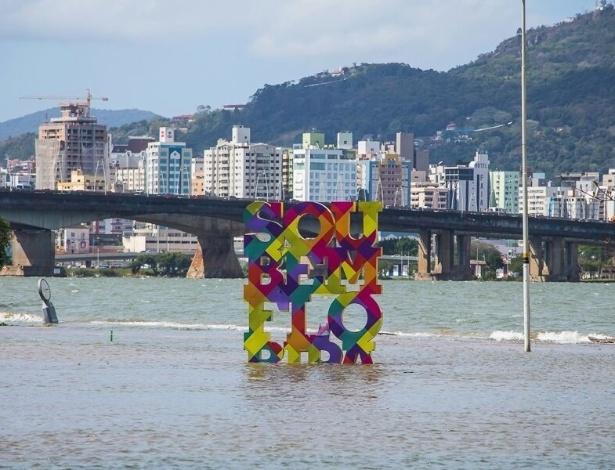 Florianópolis foi uma das cidades afetadas pela maré alta, fenômeno comum na lua cheia que recebeu influência de um ciclone extratropical vindo da Argentina