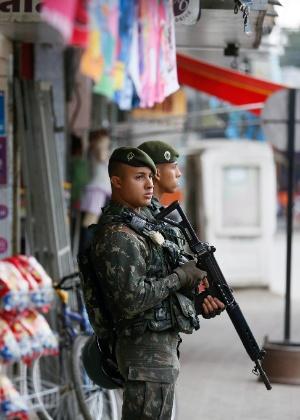 Na véspera da eleição municipal de 2016, militares do Exército Brasileiro chegaram a regiões do Rio de Janeiro controladas por milícias