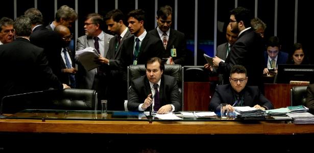 30.nov.2016 - Presidente Rodrigo Maia durante votação do pacote com medidas anticorrupção
