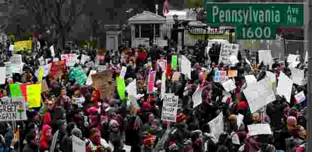 29.jan.2017 - Ativistas protestam diante da Casa Branca contra a ordem executiva de Donald Trump que veta a entrada de cidadãos de sete países de maioria muçulmana - Aaron P. Bernstein/Reuters - Aaron P. Bernstein/Reuters