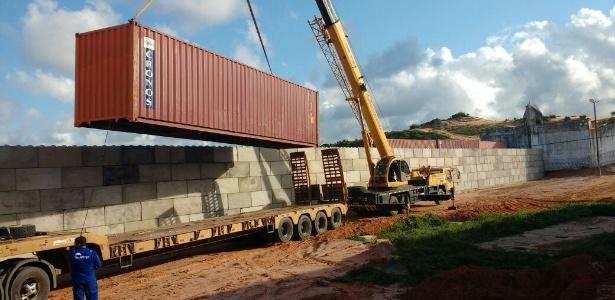 6.mar.2017 - Concluída construção de muro entre presídios de Alcaçuz e Rogério Coutinho Madruga para evitar novos confrontos entre presos no RN