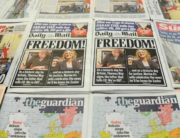 """Manchetes dos jornais britânicos nesta terça, dia em que o país oficializa a saída da União Europeia; enquanto o """"Daily Mail"""" comemora o Brexit com a manchete """"Liberdade!"""", o """"Guardian"""" diz que o país """"caminha hoje para o desconhecido"""""""