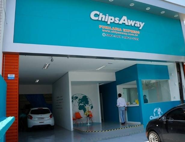 Unidade da franquia ChipsAway no Brasil, que faz serviço de funilaria express, que faz serviço de funilaria express