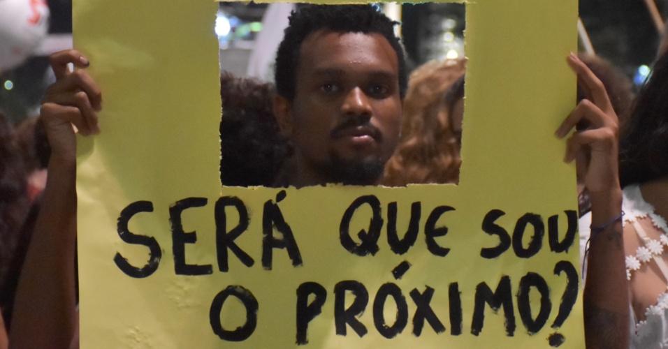 15.mar.2018 - Além de fazer uma homenagem à Marielle, os protestos defenderam o fim da violência contra negros, mulheres e moradores das periferias