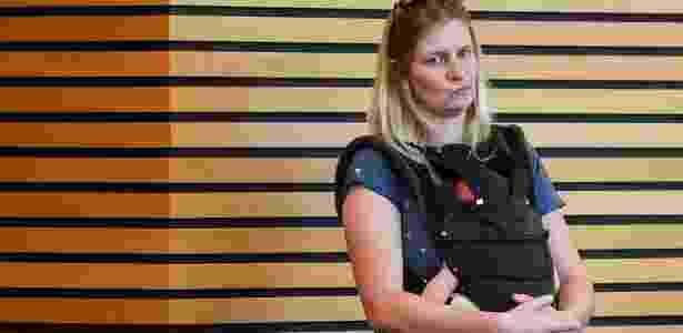 No dia seguinte, Henfling levou sua mãe ao parlamento estadual da Turíngia para cuidar do bebê durante a votação - J. Kalaene/picture-alliance