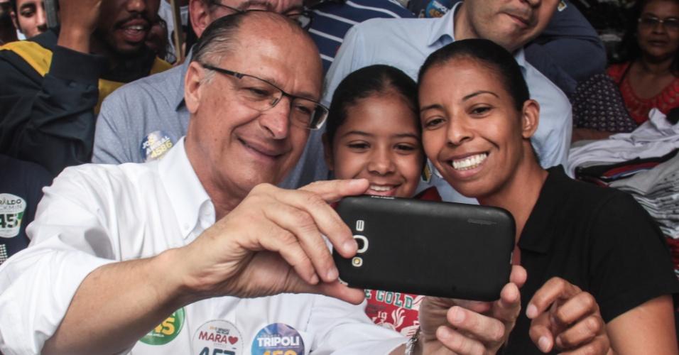 Geraldo Alckmin durante caminhada na Lapa, em São Paulo