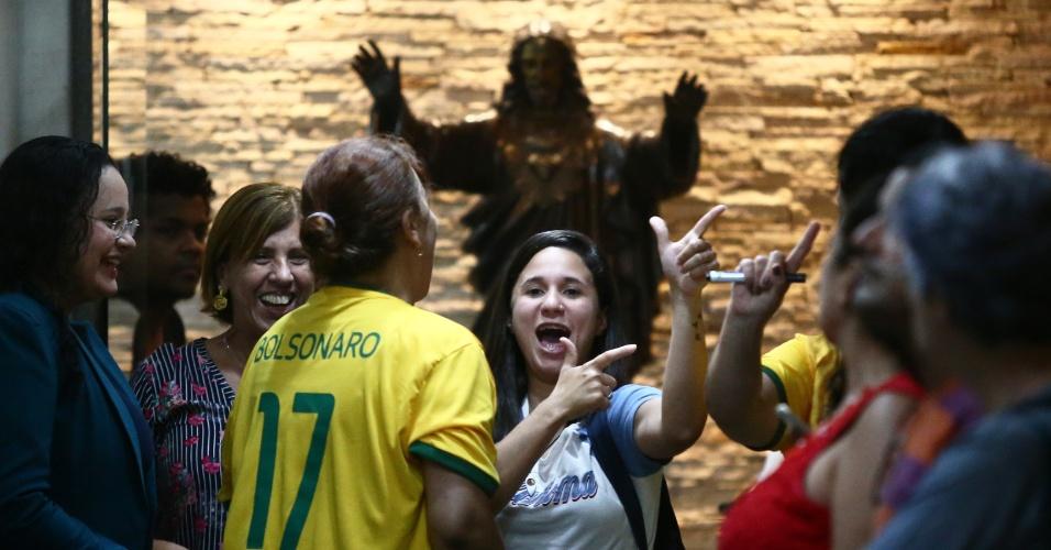 Funcionárias da Arquidiocese do Rio de Janeiro durante visita do candidato à Presidência da República pelo PSL, Jair Bolsonaro, ao cardeal-arcebispo do Rio, no bairro da Glória, na zona sul da cidade, nesta quarta-feira, 17.