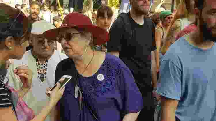 Um casal de idosos caminhou mais de 15 quadras do bairro de Montserrat até o Congresso Nacional para mostrar seu repúdio contra o G20 - Luciana Rosa/UOL - Luciana Rosa/UOL