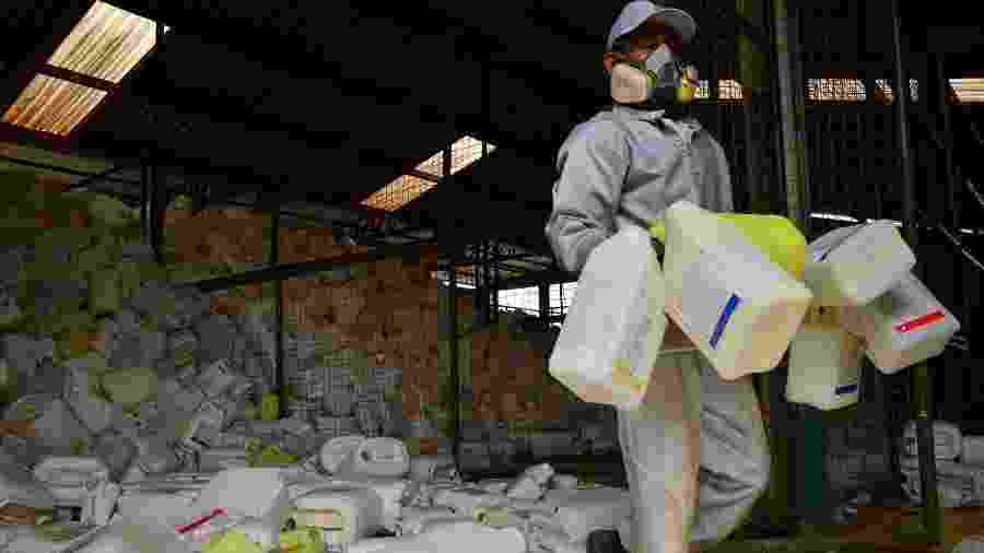 Local de descarte de embalagens de agrotóxicos em Lucas do Rio Verde, onde a média de exposição dos habitantes por agrotóxico é bem superior à média nacional - Lunaé Parracho/Repórter Brasil