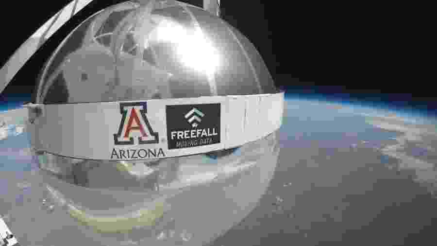 Satélite de telecomunicações em forma de bola de praia, desenvolvido pela empresa FreeFall - Divulgação/FreeFall