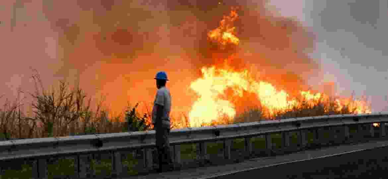 Foco de incêndio na região do Pantanal (MS), às margens da rodovia BR-262 - Chico Ribeiro/Governo de MS