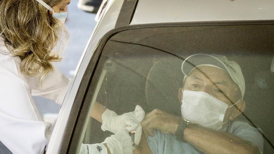 Na próxima semana, mais postos de atendimento no metrô de SP começaram a aplicar a 1ª dose da vacina contra a covid - ALOISIO MAURICIO/ESTADÃO CONTEÚDO