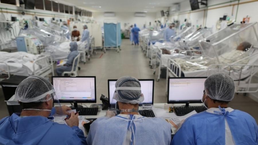 Ala voltada para pacientes com coronavírus em Unidade de Terapia Intensiva (UTI) no hospital Gilberto Novaes, em Manaus (AM) - Michael Dantas/AFP