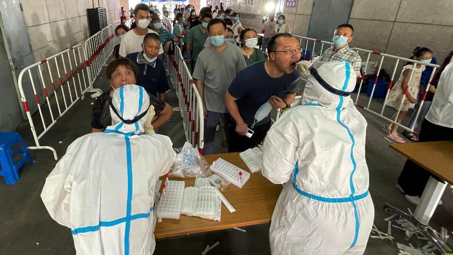 China monitora surto de casos da covid em Jiangsu; mais de 9 milhões de pessoas na capital da província estão confinadas - Costfoto/Barcroft Media via Getty Images