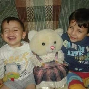 Os irmãos sírios Aylan (esq) e Gailan (dir) morreram na travessia para a Europa - Twitter/Reprodução