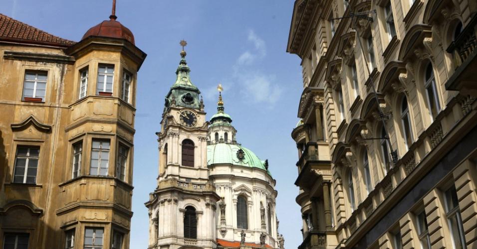 Viagem no tempo. A vista da parte antiga de Praga, na República Tcheca, que parece a mesma do séc. X