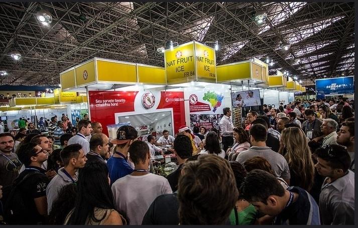 Visitantes circulam pelos corredores da Feira do Empreendedor 2015, que reuniu 104 mil pessoas e 400 expositores; segundo o Sebrae, edição 2016 deve atrair 120 mil visitantes e mantém número de expositores