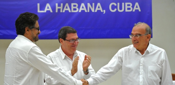 Farc e governo da Colômbia selam acordo de paz