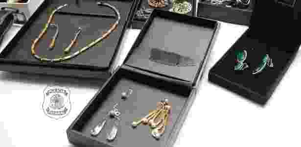 Brincos e colares de até R$ 600 mil foram apreendidos pela Polícia Federal - Divulgação - Divulgação