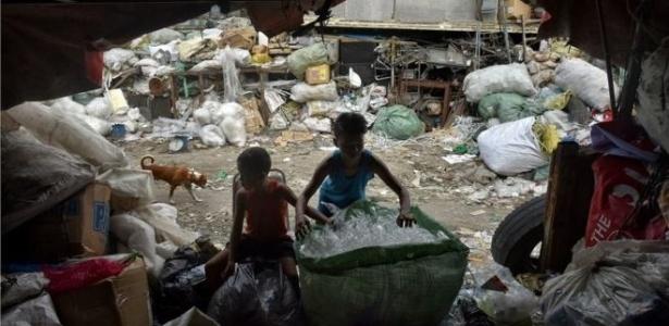Infecções respiratórias, malária e diarreia estão entre os problemas associados à poluição que matam crianças