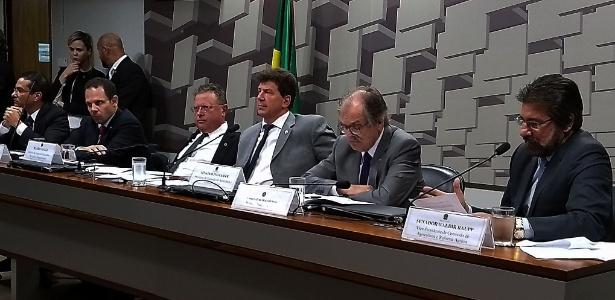 O ministro da Agricultura Blairo Maggi (terceiro da esq. para a dir.) participa de audiência no Senado sobre a operação Carne Fraca - Valter Campanato/Agência Brasil