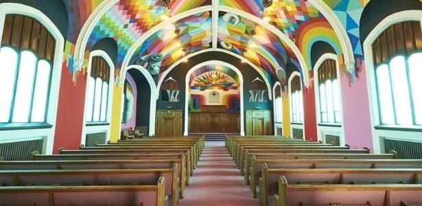 Murais do artista Okuda San Miguel no interior da Igreja Internacional da Cannabis, em Denver, Colorado (EUA)