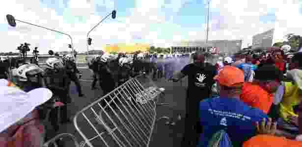 Tumulto entre policiais e manifestantes em Brasília - Wilton Junior/Estadão Conteúdo