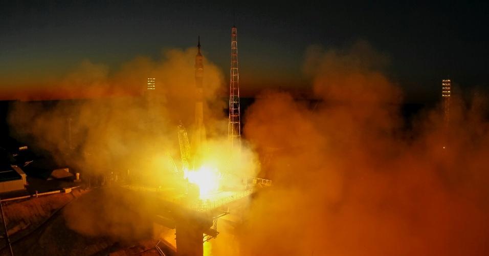 03.ago.2017 - O fotógrafo Shamil Zhumatov registrou cada passo do lançamento da nave espacial Soyuz, realizado no dia 28 de julho, no cosmodrome de Baikonur (Cazaquistão). As imagens ganharam um toque especial da iluminação natural de um final de tarde