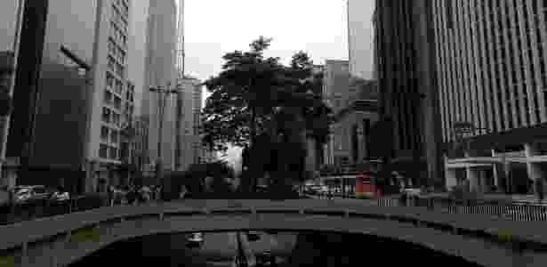 Foto diurna num dia nublado - UOL