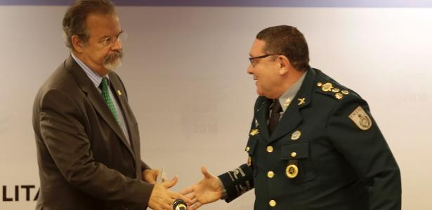 31.jan.2018 - O ministro Raul Jungmann participava de evento da PM no Rio no mesmo momento em que confronto deixou 3 mortos na Cidade de Deus e fechou a Linha Amarela