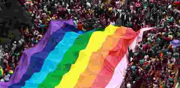 3.jun.2018 - Vista aérea do desfile da 22ª Parada LGBT realizada na Avenida Paulista, no centro de São Paulo, neste domingo (3). O tema do evento esse ano está focado nas eleições de 2018 - Werther Santana/Estadão Conteúdo - Werther Santana/Estadão Conteúdo