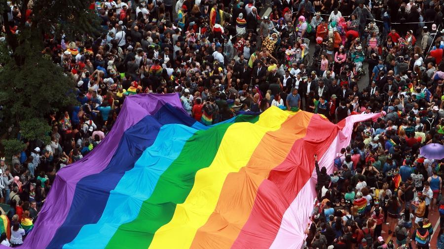 Vista aérea de desfile da Parada LGBT realizada na Avenida Paulista, no centro de São Paulo - 3.jun.2018 - Werther Santana/Estadão Conteúdo