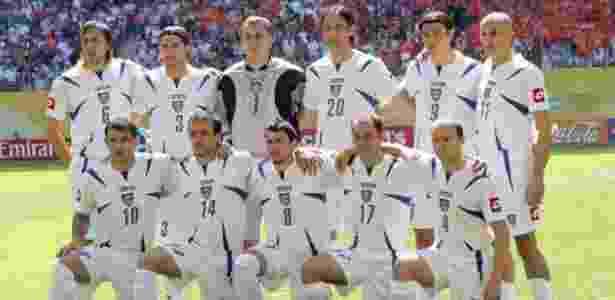 11.jun.2006 - Copa do Mundo, 2006 - Holanda 1 x 0 Sérvia e Montenegro: jogadores da Sérvia e Montenegro posam para foto antes da derrota para a Holanda, em Leipzig (Alemanha) - EFE/Thomas Eisenhuth  - EFE/Thomas Eisenhuth