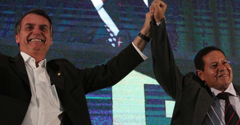O candidato à Presidência da República, Jair Bolsonaro, e seu vice, o General da reserva do Exército, Hamilton Mourão, durante Convenção Nacional do PRTB no Esporte Clube Sirio em São Paulo (SP), neste domingo (05. Jair Bolsonaro anunciou o General Hamilton Mourão como seu vice, na Convenção do PSL neste mesmo domingo (05).
