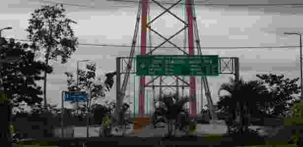 Ponte que corta o rio Madre de Dios, em Puerto Maldonado, próximo à fronteira com o Brasil - Fabio Zanini/Folhapress