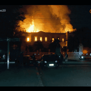 2.set.2018 - Incêndio atinge o Museu Nacional, no Rio de Janeiro - Reprodução/GloboNews