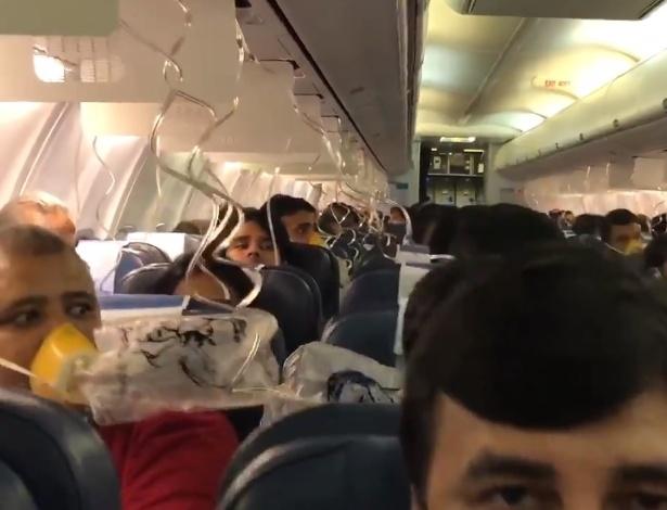 Problemas de pressurização da cabine causam sangramentos em passageiros de avião na Índia - Darshak Hathi/Twitter