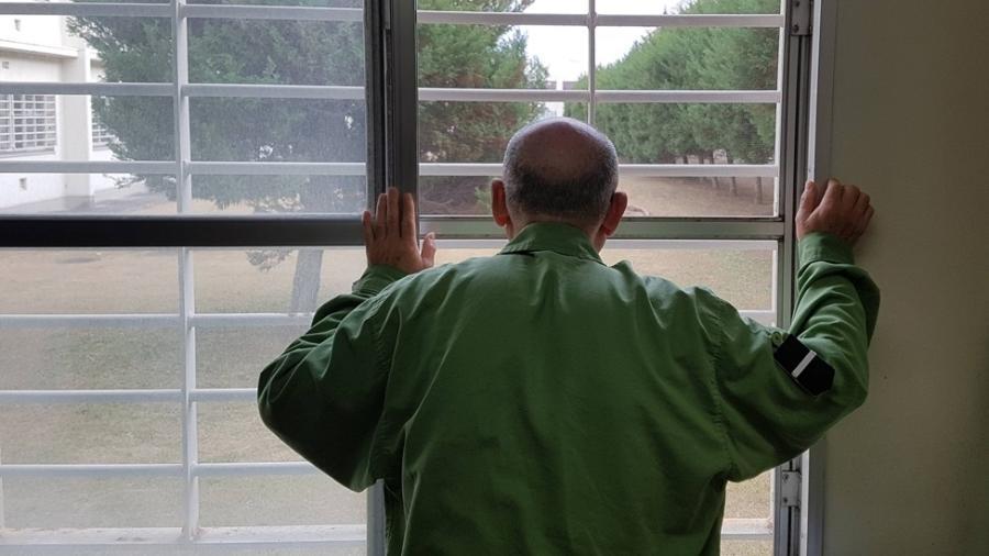 Japoneses aposentados enfrentam problemas financeiros e cometem pequenos crimes para serem presos - BBC