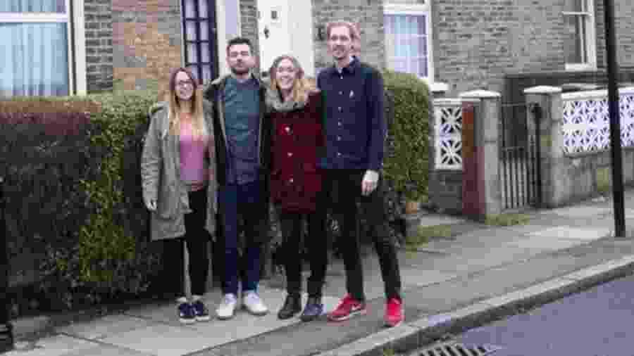 Courtney e Alex McClure, Amy Mitchell e Carl Colston estão no processo de comprar uma casa de seis quartos juntos - Alex McClure
